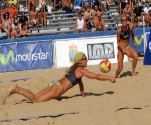 Puzle Vôlei de Praia - Jogador de salvar uma bola nos olhos de seu companheiro